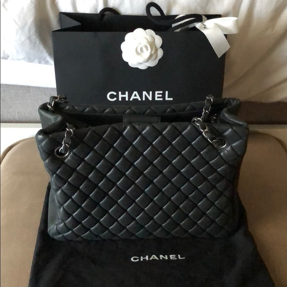 cfe8f8a898 Chanel quilted tote bag